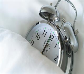 7 رفتار ناسالم را قبل از خواب ترک کنید تا چاق نشوید!
