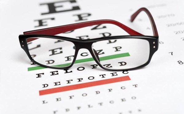اهمیت بینایی سنجی در معاینات طب کار